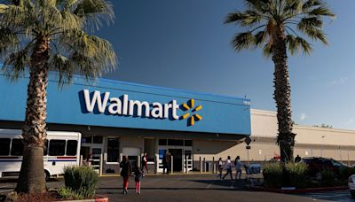 Walmart offers to fully cover employees' college tuition and books at some schools