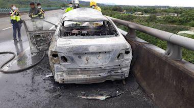 火燒但車門開啟!小隊長疑下車又回車上 屍體燒毀將解剖