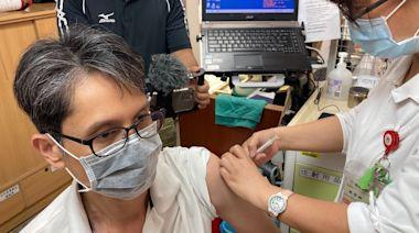 屏東疫苗接種排到6月下旬 診所醫師「有拜有保庇」不等莫德納了   蘋果新聞網   蘋果日報