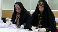 Iranian students make masks for nurses amid crisis