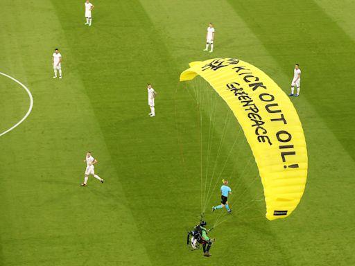 歐國盃熱話|魯迪格守普巴化身德國鹹豬手 滑翔傘亂入迪甘斯嚇親