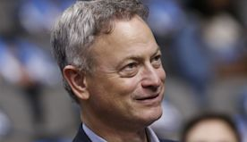 Gary Sinise receives award from Congressional Medal of Honor Society for supporting veterans