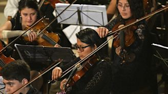 Bolivian youth orchestra plays for the future