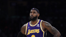 WATCH: LeBron tells Suns' Cameron Payne to stay humble, reminds him he was out of the NBA