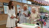 The Hilarious Moment Queen Elizabeth Insists on Using Sword to Cut Cake: 'This Is More Unusual'