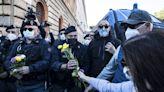 義大利「綠色通行證」擴及工作場所 羅馬街頭再爆群眾抗議