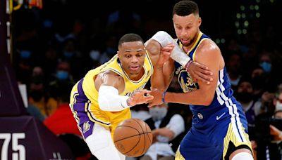 Stephen Curry agrava la situación de unos Lakers sin química con su primer triple-doble en cinco años: 21+10+10
