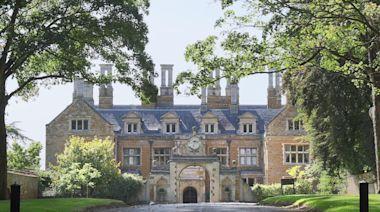 A grand 'prodigy house' built to impress Queen Elizabeth I
