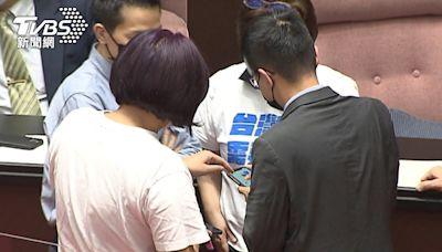 羅一鈞「立院初登場」 陳玉珍加Line、合照│TVBS新聞網