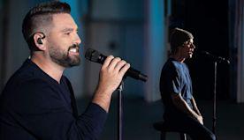 Dan + Shay & Justin Bieber Live-Debut '10,000 Hours' At CMA Awards | 99.9 Kiss Country