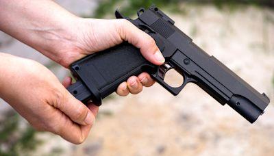 Passengers taken off plane after teen shares photo of airsoft gun