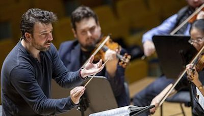 James Gaffigan, el emergente director de orquesta que cambió Nirvana por Schubert