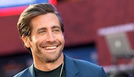 "Jake Gyllenhaal Sings ""A Love Song for Quarantine"" in Viral Monologue Series"