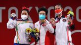 Olympics-Weightlifting-China's Hou wins 49-kg weightlifting gold