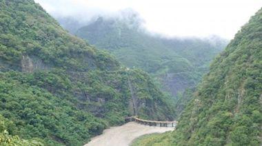 颱風煙花靠近台灣 10縣市發豪雨大雨特報