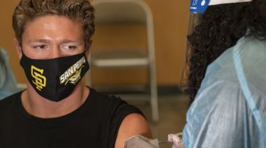 Delta患者可以1傳9!傳播力和水痘一樣 打完疫苗鼻喉仍有大量病毒
