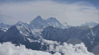 Nepal proposes new rules to climb Mount Everest after deadly season