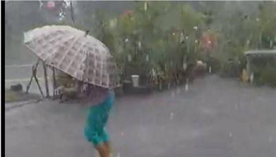 大雨挾帶冰雹狂襲台南20分鐘 砸凹鐵桌聲響震天!幸無人受傷