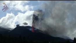 Columns of Lava Shoot From Cumbre Vieja Volcano on La Palma