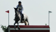 Olympics-Equestrian-Britain's Townend retains lead, Germany's Jung falls back