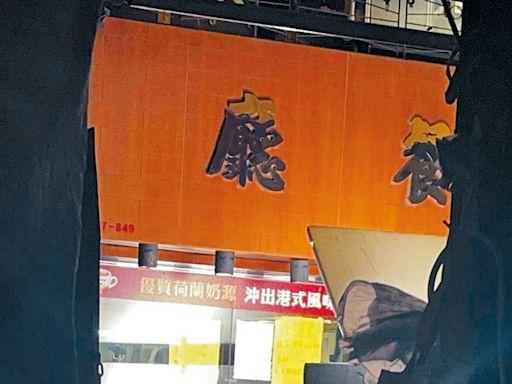 劇組黑布圍封茶餐廳補戲大陣仗 姜濤拒雨傘遮擋 大方任影