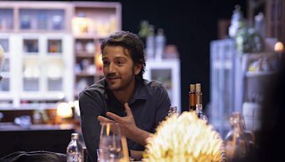 Diego Luna invita a su mesa con el show Pan y Circo