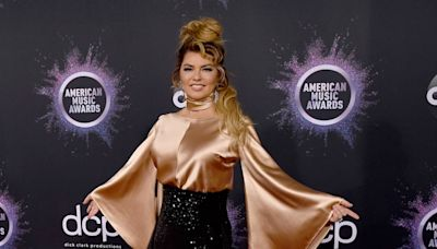 Shania Twain hits the red carpet ahead of her first AMAs performance in 16 years