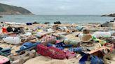 【武漢肺炎】用完隨意亂丟 環團在香港離島發現大量「口罩垃圾」