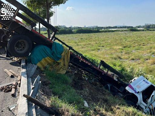 國道驚魂!轎車爆胎追撞聯結車 肇事駕駛竟棄車逃逸