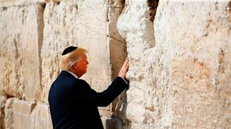 Trump tweets claim that he's like 'the king of Israel' and 'the second coming of God'