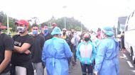 Hundreds of Venezuelans stranded north of Bogota as migration authorities limit transport