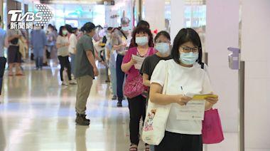 非特權!亞東醫院突釋出莫德納 500醫護排隊憑執照才可打