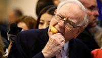 Billionaire Warren Buffett turns 91, but isn't slowing down anytime soon
