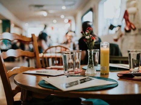 餐飲業營業額月增4.6% 五倍券助攻