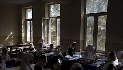 阿富汗女小學生部分重返校園 中學女生未有回校日期 - RTHK