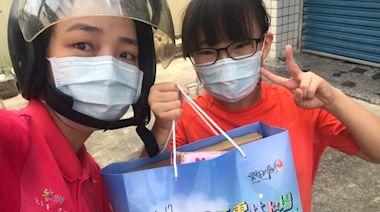 雲林鎮南國小老師變身山寨熊貓 疫情中親送畢業證書到府 | 蘋果新聞網 | 蘋果日報