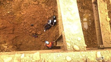 中壢工人墜落地下2樓 急用怪手運到地面送醫不治