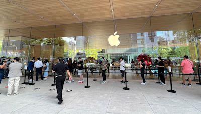 排隊 9 天 8 夜為搶頭香?!iPhone 13 系列新機正式在台灣開賣 | 蕃新聞