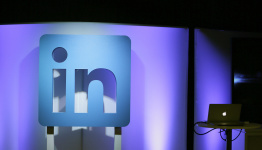 Chinese users' feelings mixed about LinkedIn pulling out