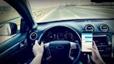 7 tips to avoid distracted driving