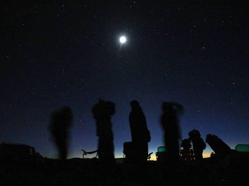 外星人來了? 夜空驚見「鑽石形UFO」 2牛離奇暴斃