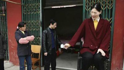 清朝巨人詹世釵娶了英國妻子,生下2子1女,他真的有3.19米?