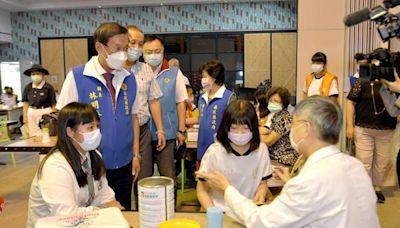 南投縣國高中BNT疫苗首日接種 縣長到場關心