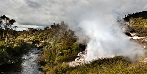 Papakura geyser eruption 2015, Papakura geyser eruption 2015 video, NZ ...