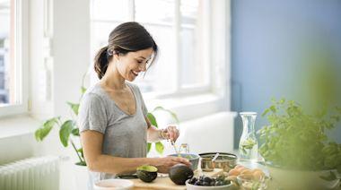 WFH防疫菜單公開!營養師傳授「提升免疫力7守則」!增進健康力要補充這些食物:花椰菜、薑黃、菇類、高纖水果..