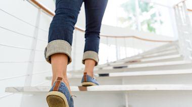 最簡單粗暴的減肥法!「爬樓梯」燃脂是健走3倍,姿勢正確還能練出絕世美腿