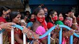 孟加拉女遭人口販子賣到妓院 勇母下海賣身千里尋女成功