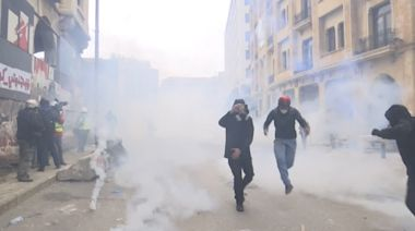 Lebanon protesters demand elections ahead of confidence vote