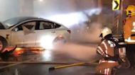 很難滅的火! 特斯拉「鋰電池」燃燒 消防花20噸水撲救