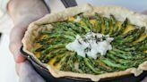 La primavera è servita con la torta salata di asparagi